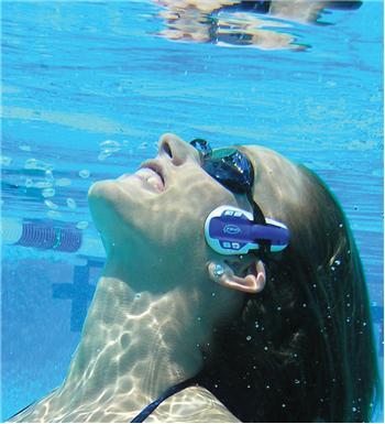 Le baladeur aquatique dans Accessoires swinmp3_nager_en_musique